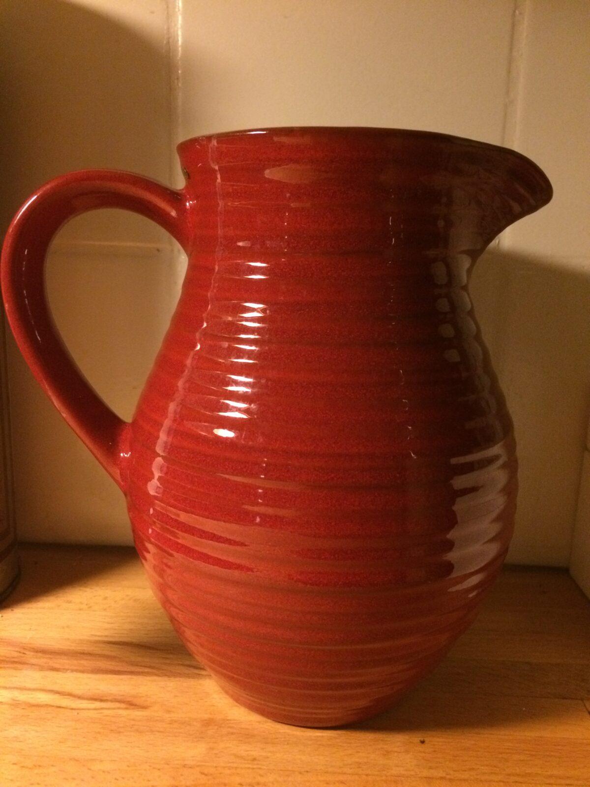 Röd keramikkanna